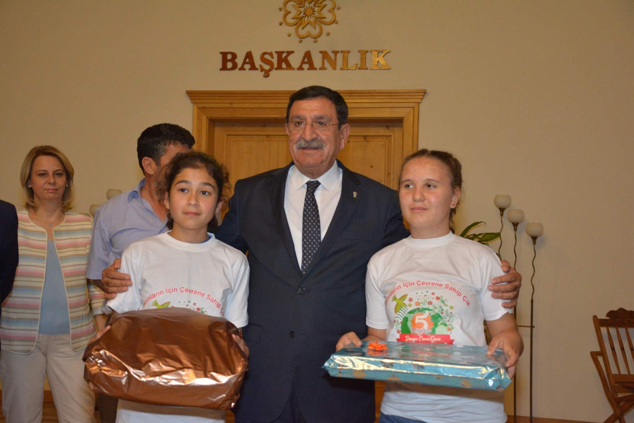 Çevreyi Çizen Öğrenciler Ödüllerini Aldı