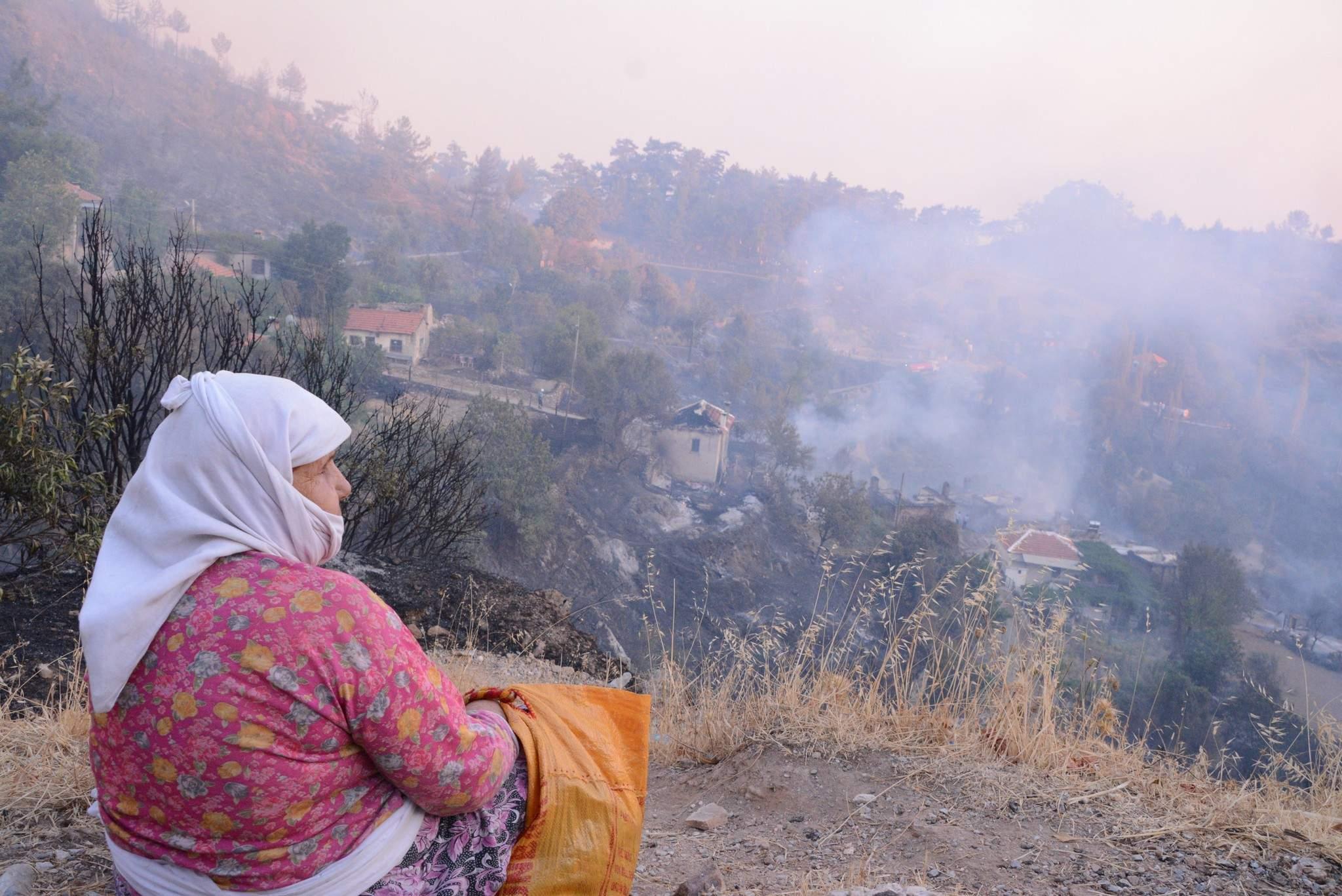 Zeytinköy'deki Yangına Toplu Müdahale