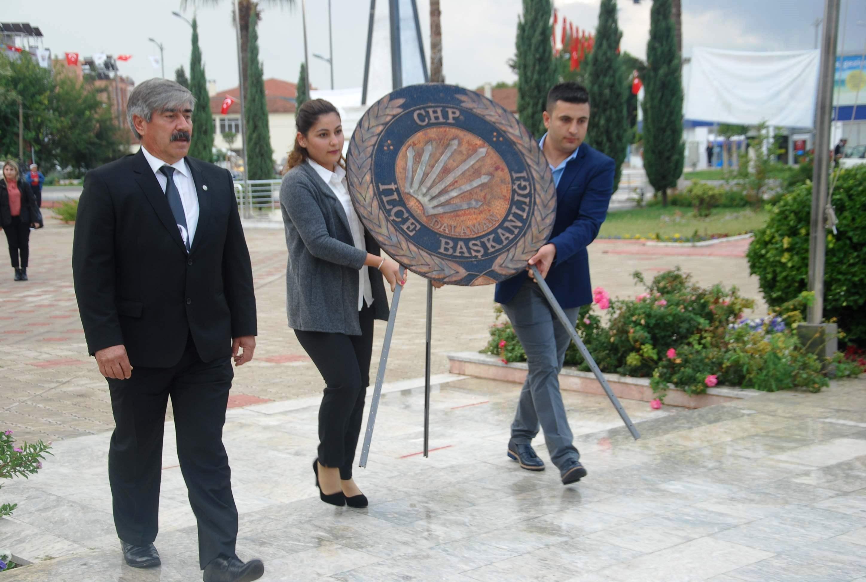 DALAMAN CHP'DEN CUMHURİYETE SAYGI ÇELENGİ