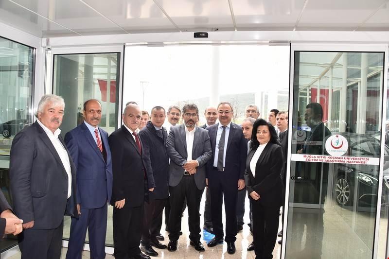 Vali Civelek, yeni hizmet binasına taşınan Muğla Sıtkı Koçman Üniversitesi Eğitim ve Araştırma Hastanesinde incelemelerde bulundu.